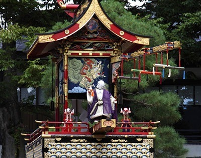 高山祭りの屋台(山車)の様子