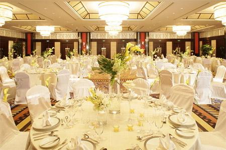 結婚式は新郎新婦のご親戚がお集まりになる大切な場