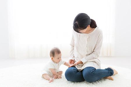 赤ちゃんは絵本に集中できない…?
