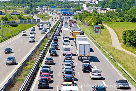 渋滞の空白を探す