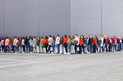 早朝からお店の前に並ばないと購入は難しいほどの人気ぶりです