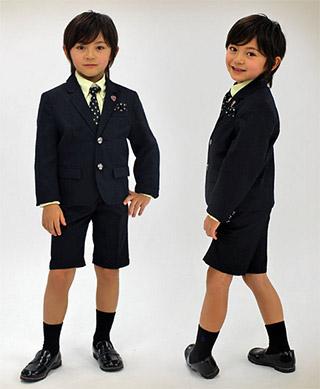 小学校を通っている子供で学校が制服の場合は制服でOK