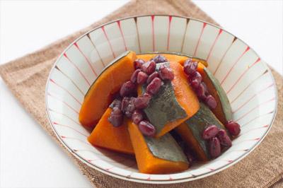東北は、小豆を入れて煮込む「いとこ煮」