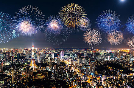 毎年100万人近く押し寄せる隅田川花火大会