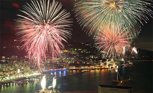 熱海花火大会2019 日程と場所と屋台