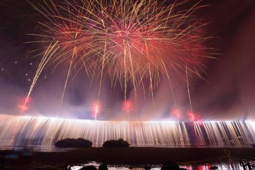 諏訪湖花火大会の桟敷席や穴場スポット、チケット情報