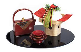 初詣とは、新しい年を迎えて初めて神社やお寺に参詣することをいいます。