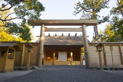 外宮には衣食住の守り神である豊受大御神を祀る豊受大神宮が祀られています